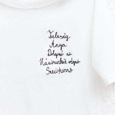 feleség anya dolgozó nő házimunkát végző szexistennő póló
