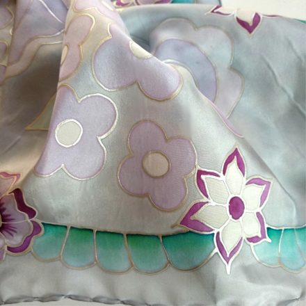 szürke selyemkendő kalocsai virágokkal