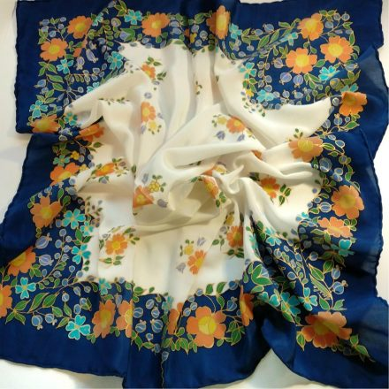 fehér százvirágú kendő kék szegéllyel