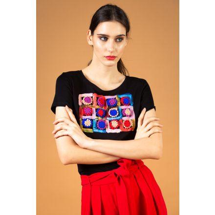 fekete pomponos festett póló